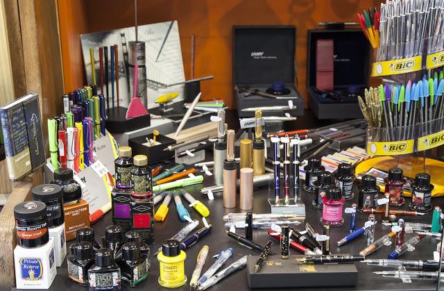 Compra el mejor material educativo, plumas estilográficas, bolígrafos y portaminas, en Viena.